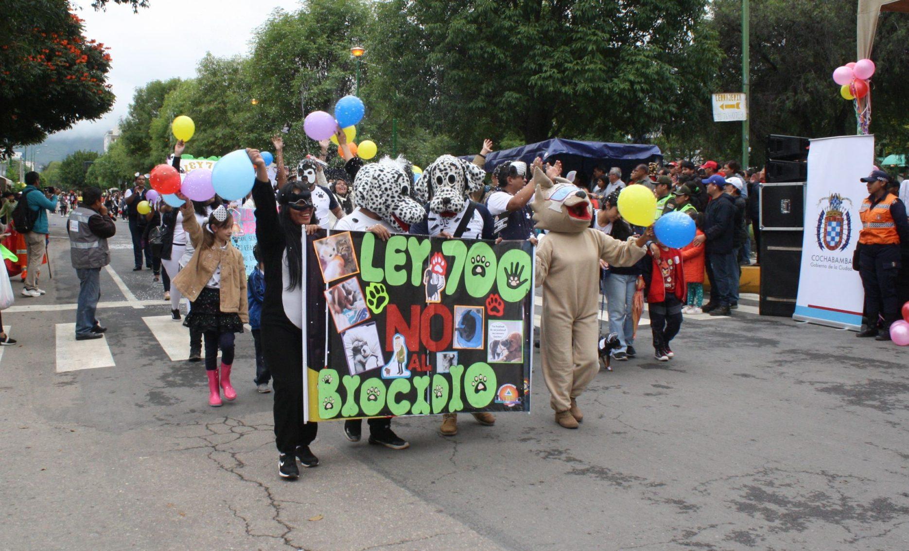 Creativos disfraces en el Corso de Mascotas